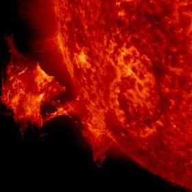 Espulsione di massa coronale solare, analoga a quella osservata nella stella HR 9024. Crediti: Sdo/Nasa