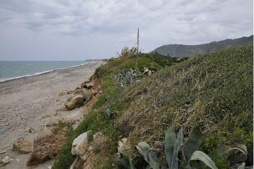 effetti dell'erosione sul litorale di lascari