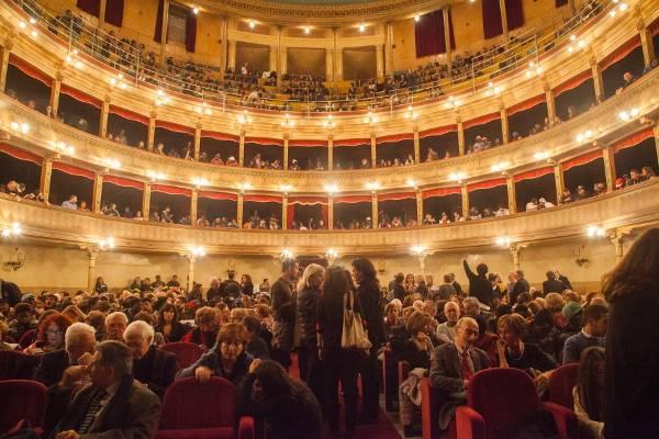 il teatro pieno